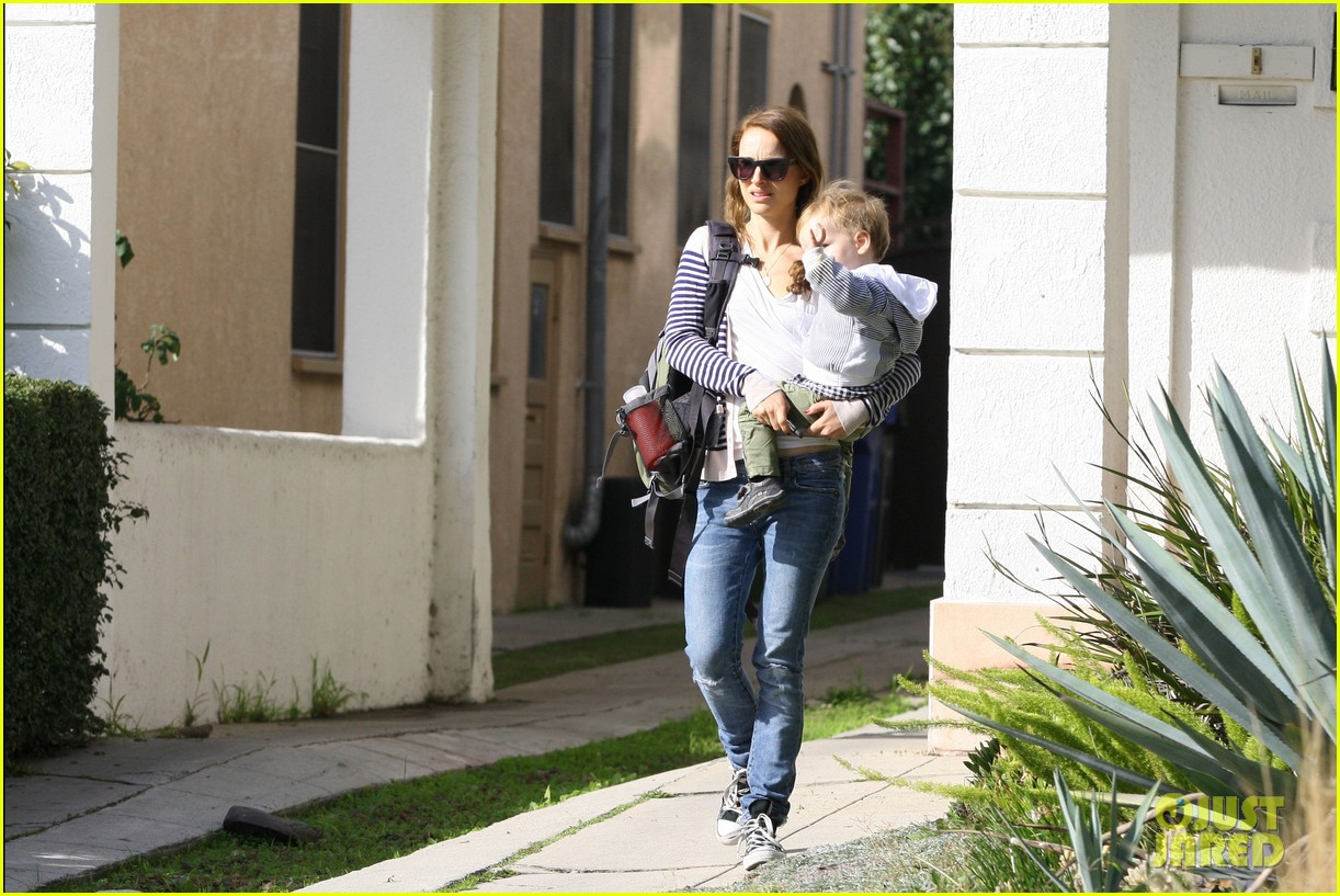 natalie portman aleph visit friends in beverly hills 02