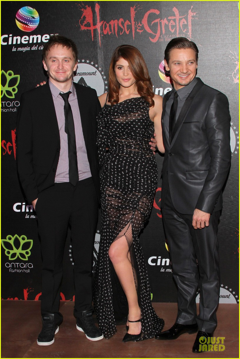 jeremy renner & gemma arterton hansel and gretel witch hunters mexican premiere 08
