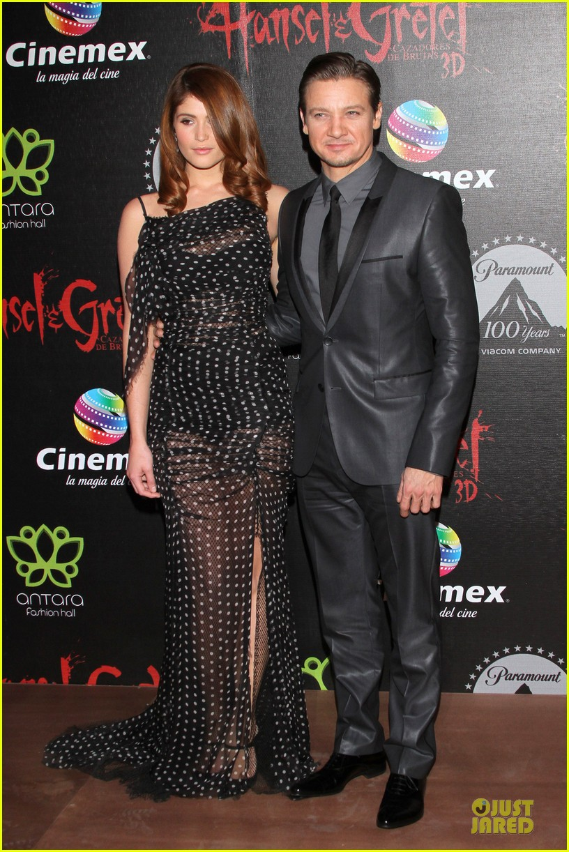 jeremy renner & gemma arterton hansel and gretel witch hunters mexican premiere 14