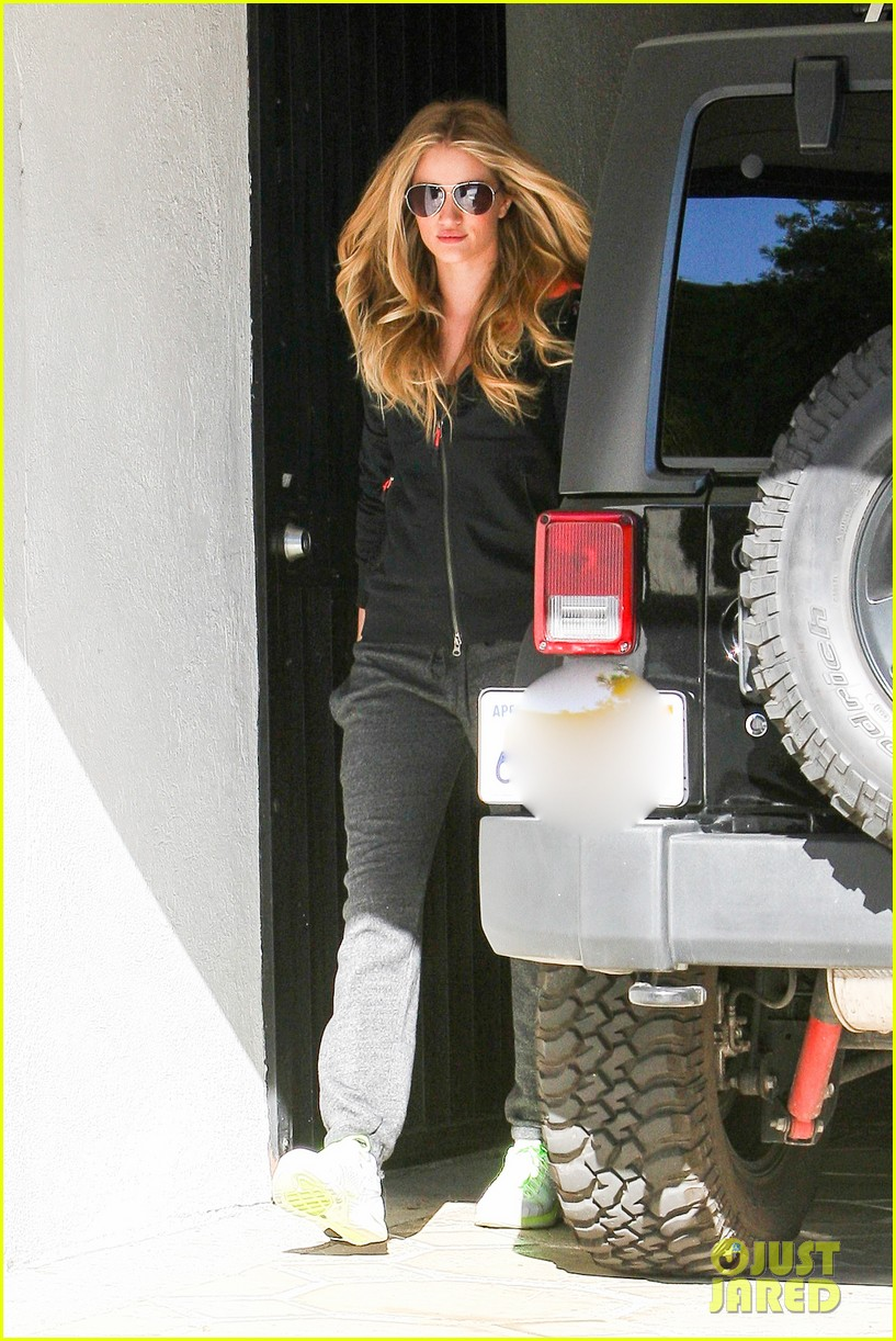 rosie huntington whiteley works out jason statham visits extra 202793421
