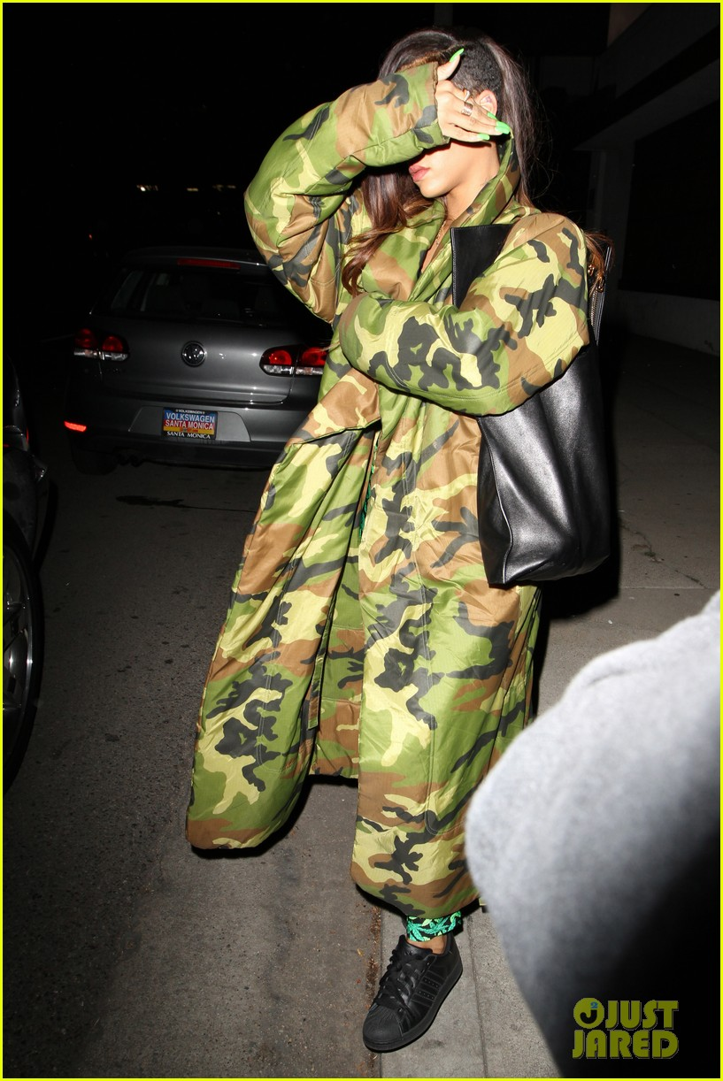 rihanna chris brown separate studio exits 03