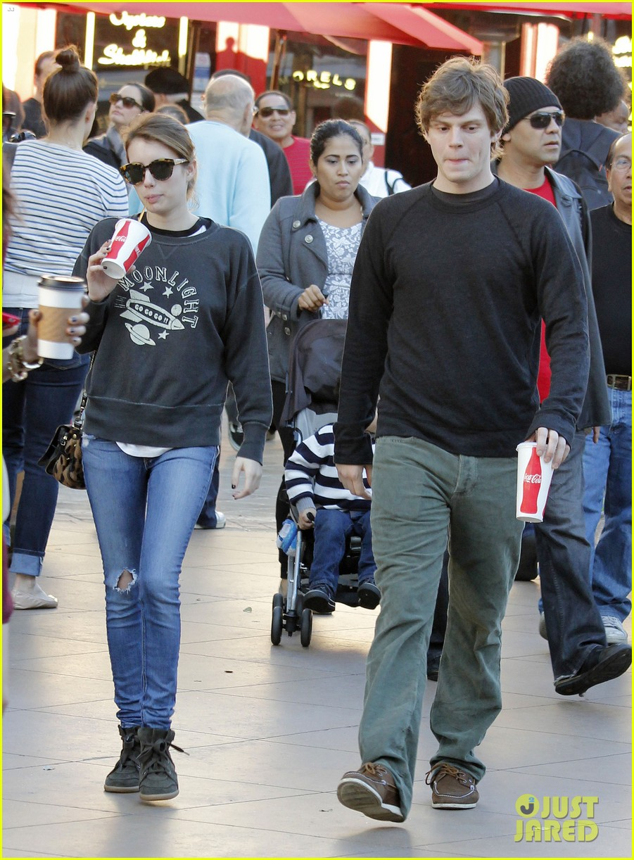 emma roberts evan peters the grove couple 07