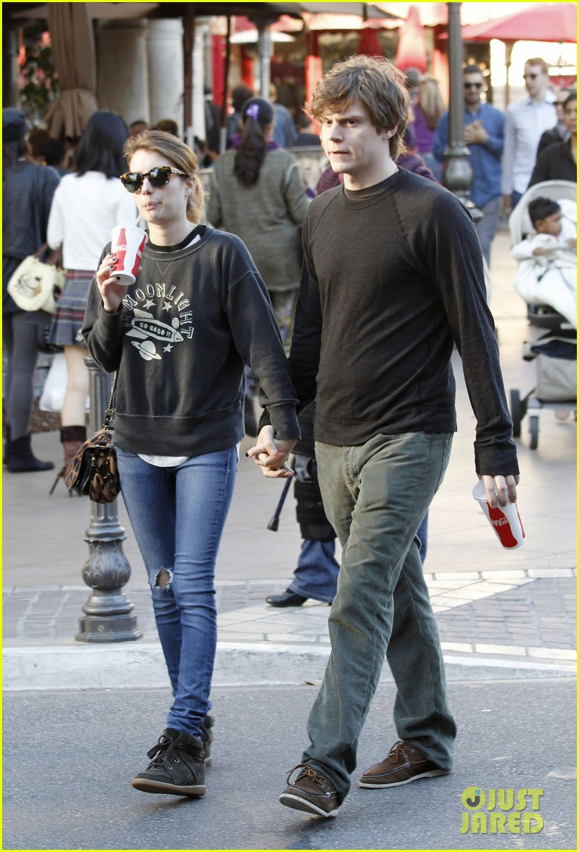 emma roberts evan peters the grove couple 08