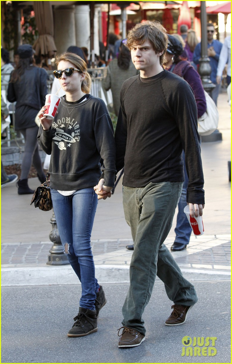 emma roberts evan peters the grove couple 09