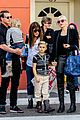 gwen stefani gavin rossdale toy shopping with the kids 03