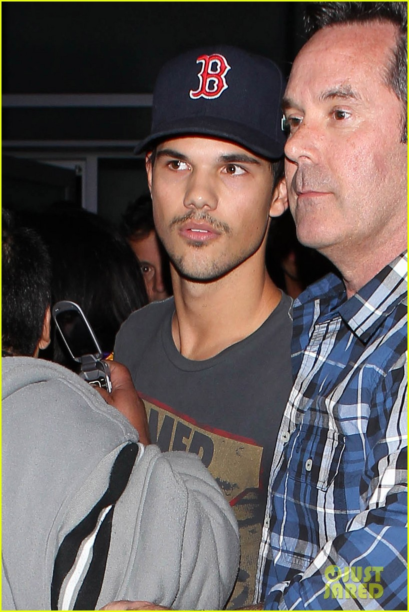 patrick schwazenegger taylor lautner lakers game guys 112794132