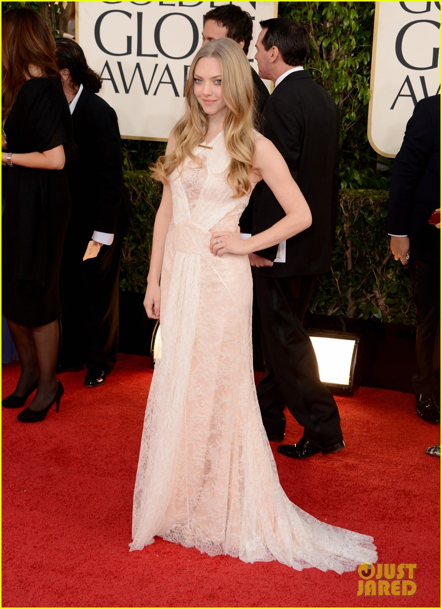 amanda seyfried golden globes 2013 red carpet 012791388