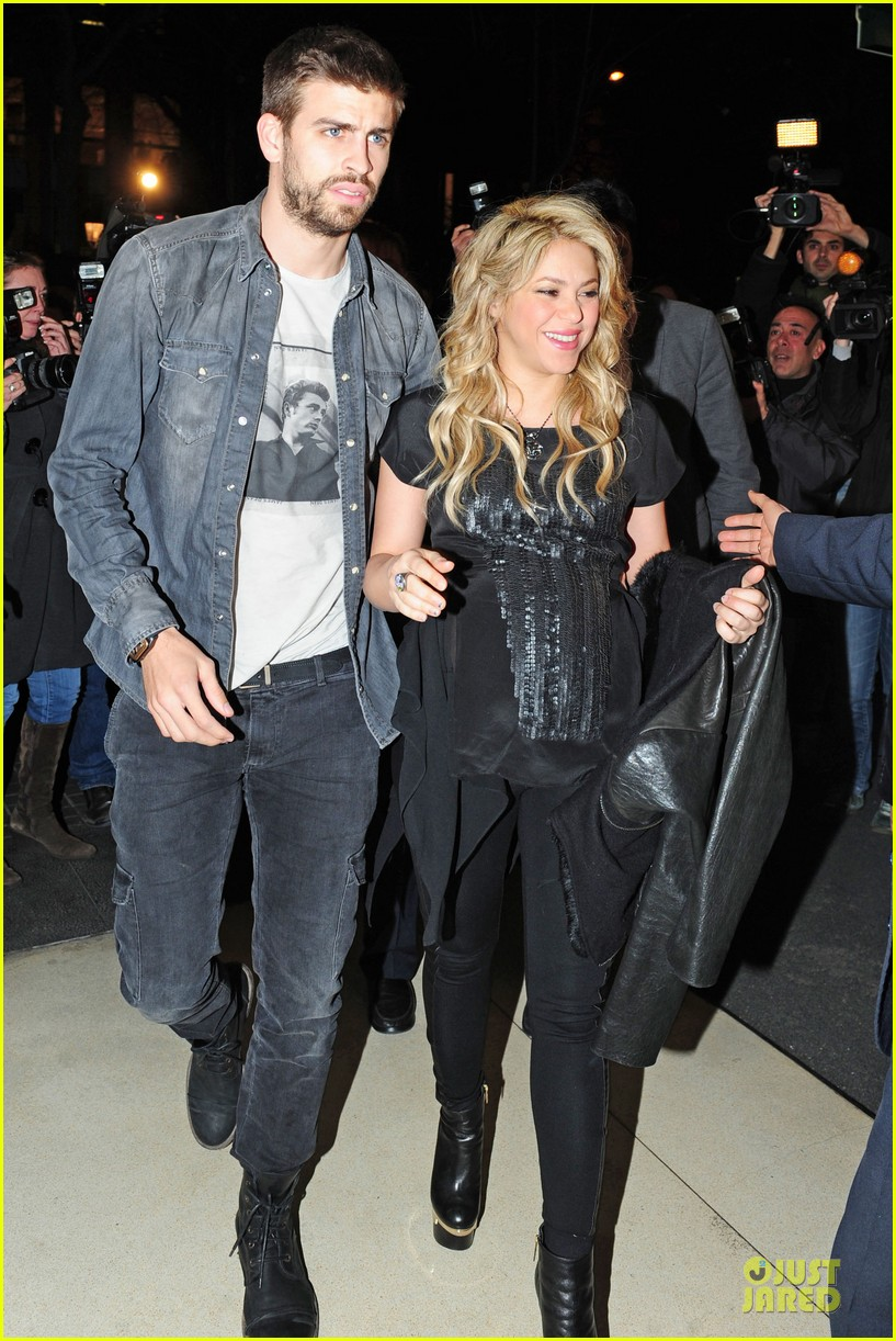 shakira gerard pique the wind and random book presentation 01