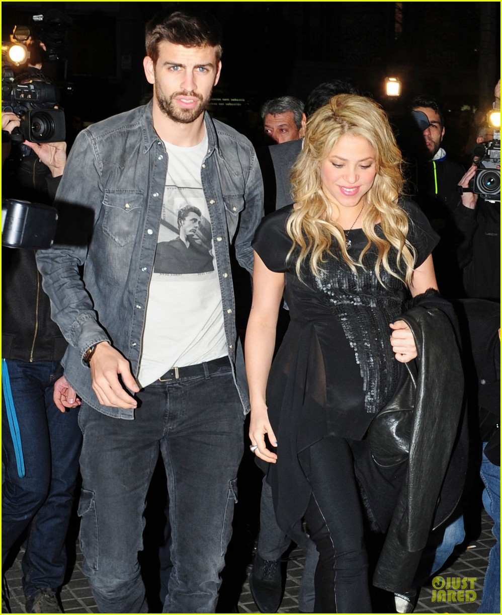 shakira gerard pique the wind and random book presentation 02