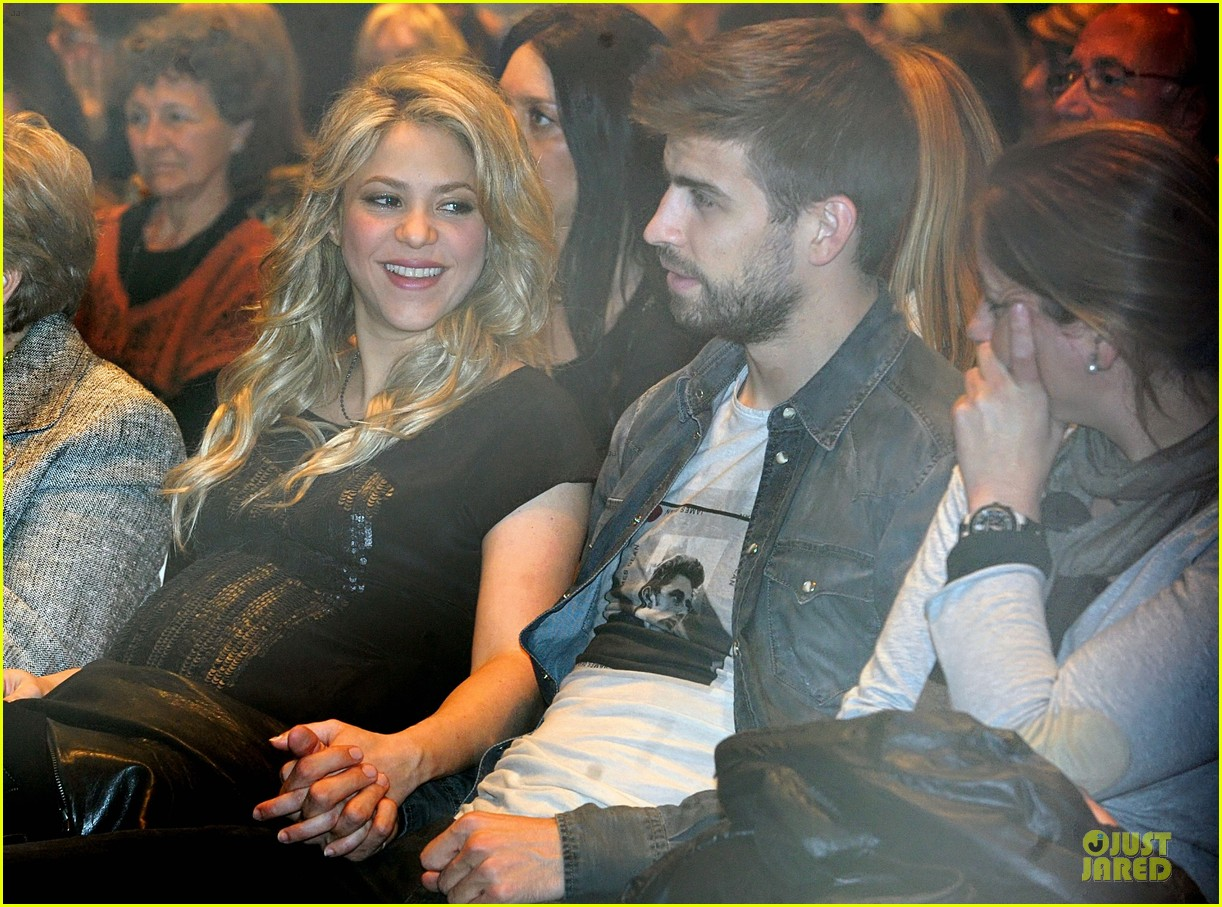 shakira gerard pique the wind and random book presentation 17