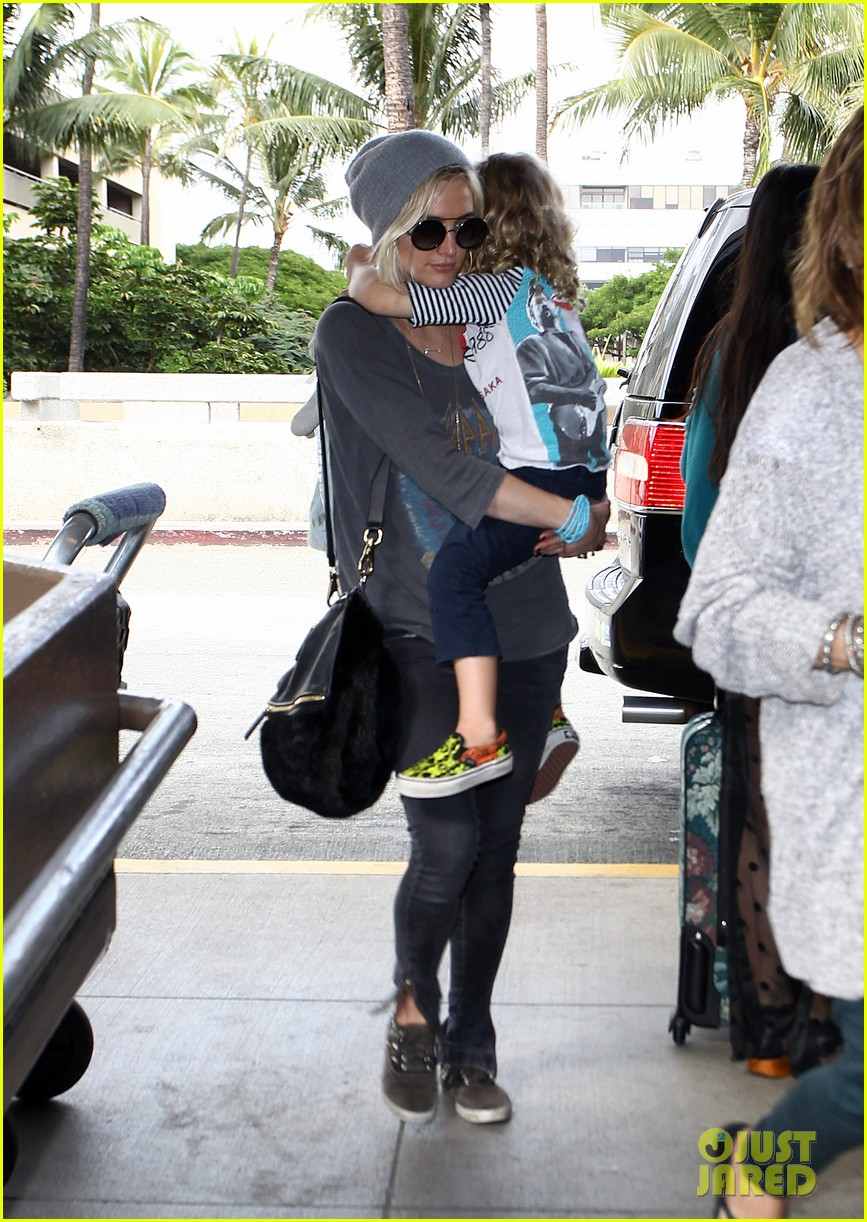 ashlee simpson hawaii depature with bronx 02