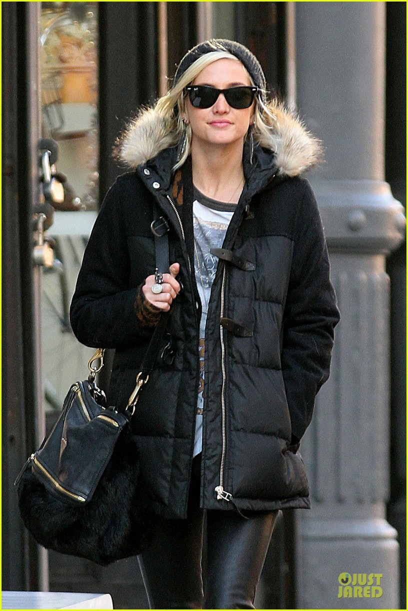 ashlee simpson soho stroll with a gal pal 07