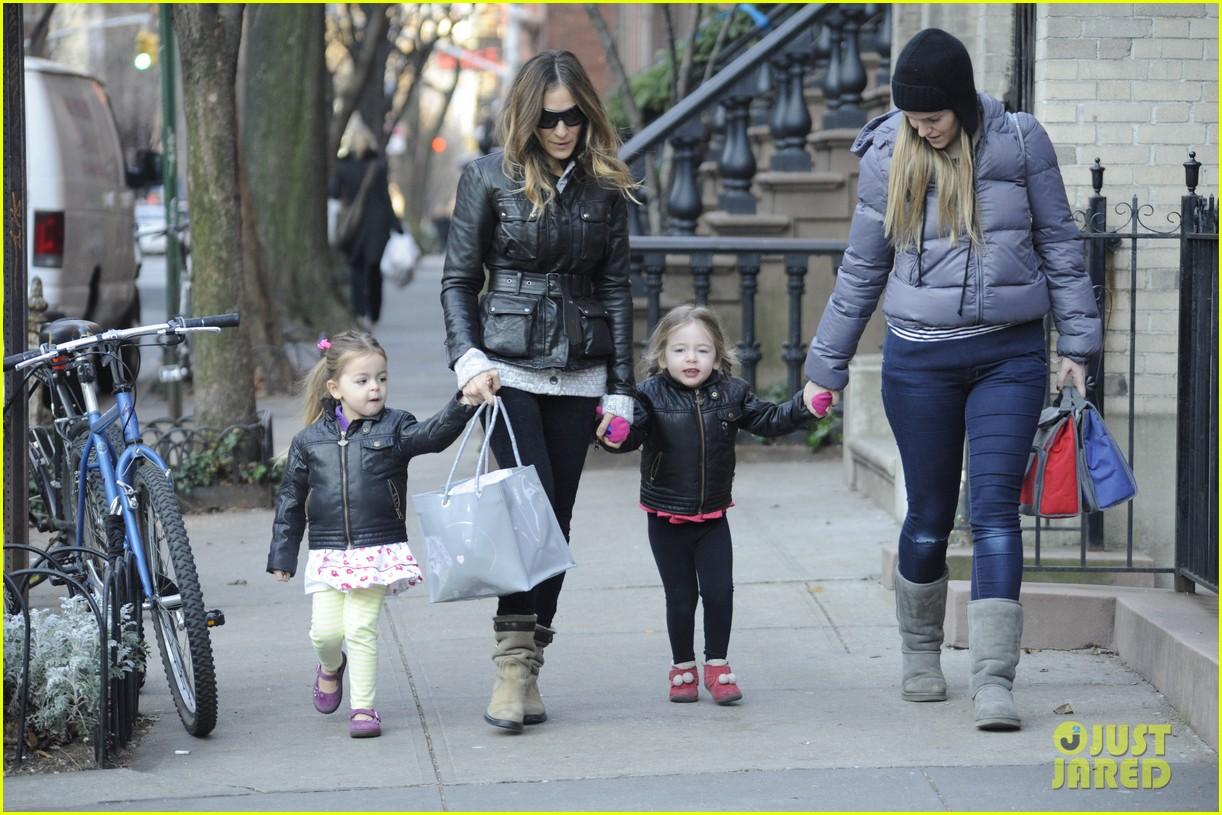 sarah jessica parker twins matching leather jackets 03