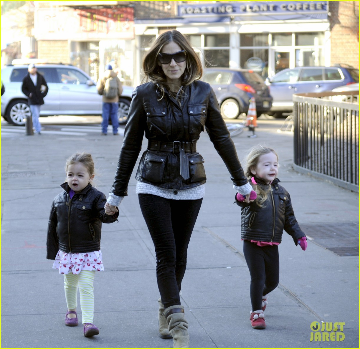 sarah jessica parker twins matching leather jackets 04