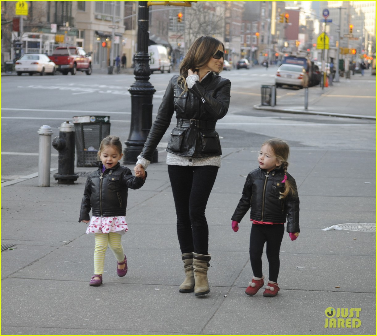 sarah jessica parker twins matching leather jackets 07