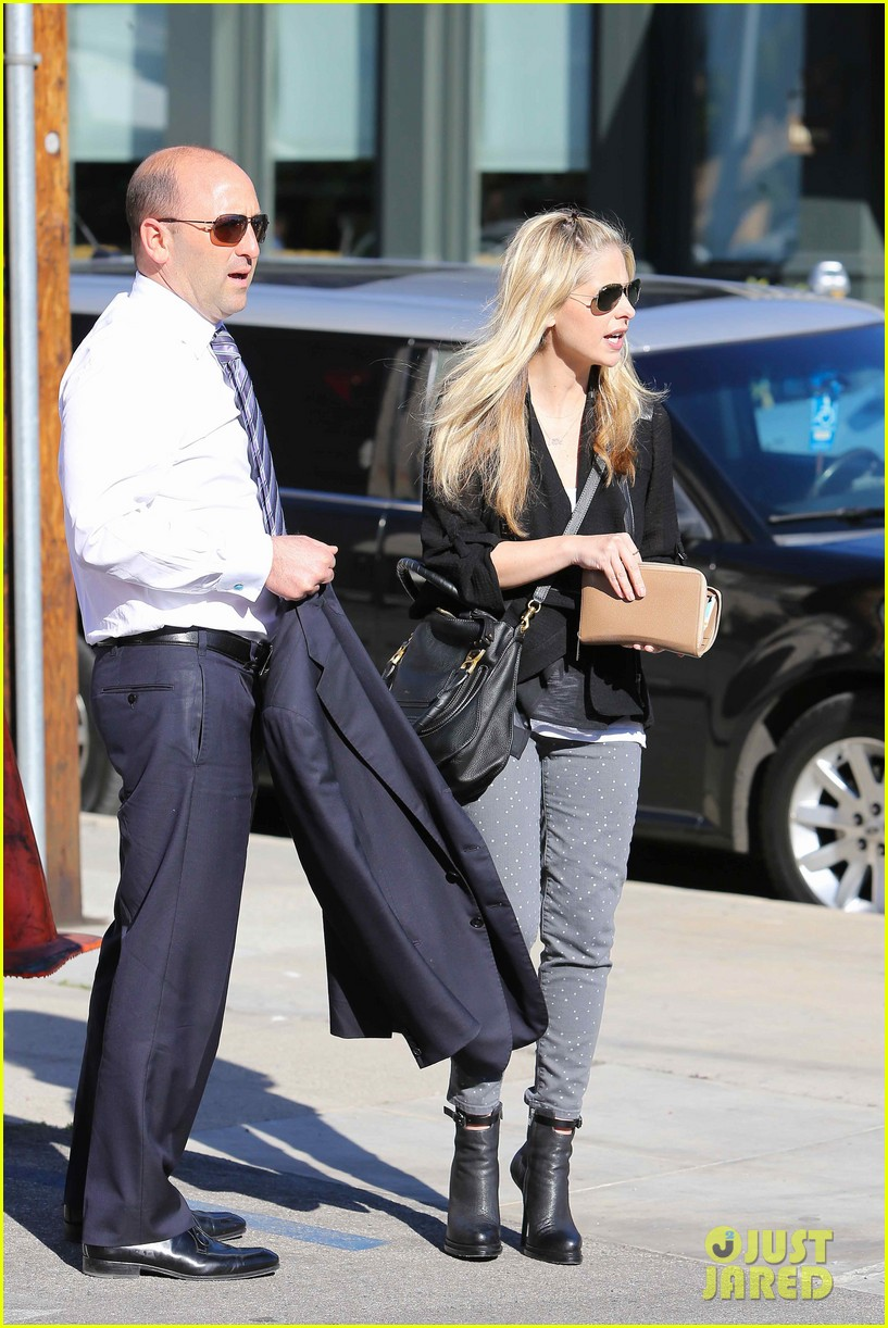 sarah michelle gellar tavern thursday lunch 05