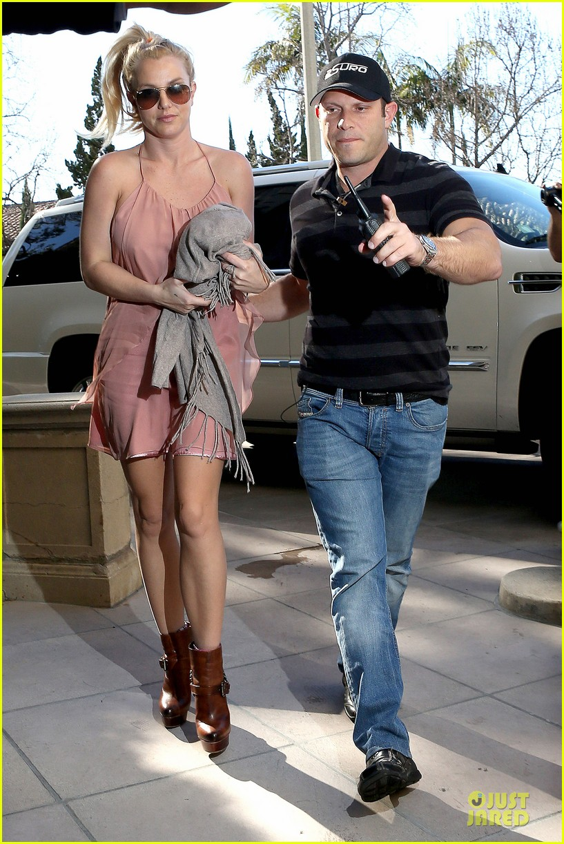 britney spears escorted lunch in los angeles hotel 102794847