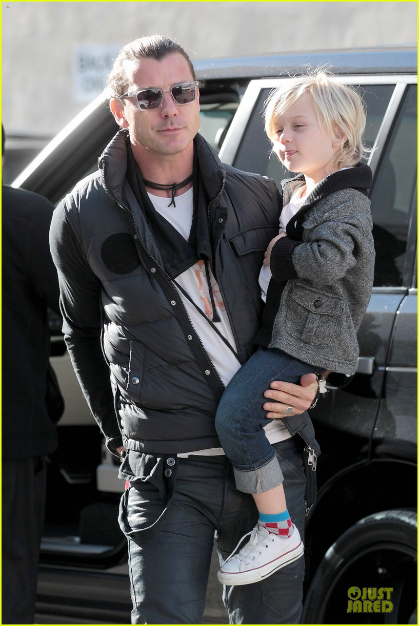 gwen stefani & gavin rossdale winter coffee couple 042786323