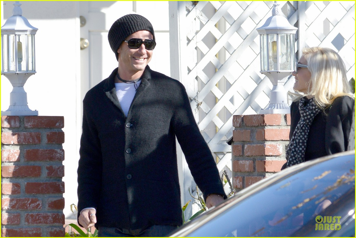 gwen stefani & gavin rossdale winter coffee couple 122786331