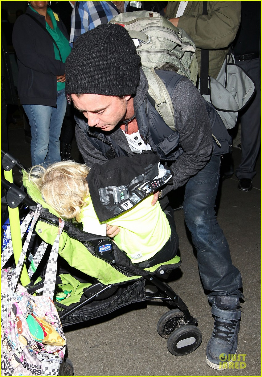 gwen stefani & gavin rossdale winter coffee couple 292786348