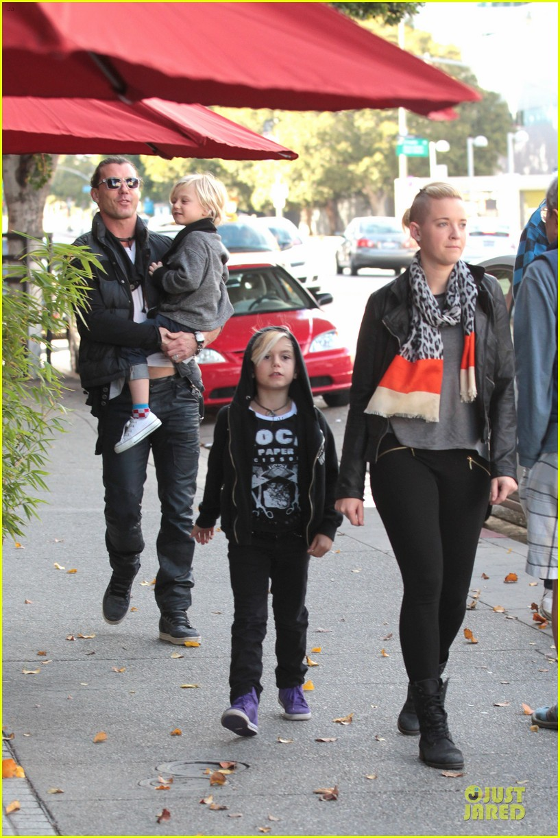 gwen stefani & gavin rossdale winter coffee couple 412786360