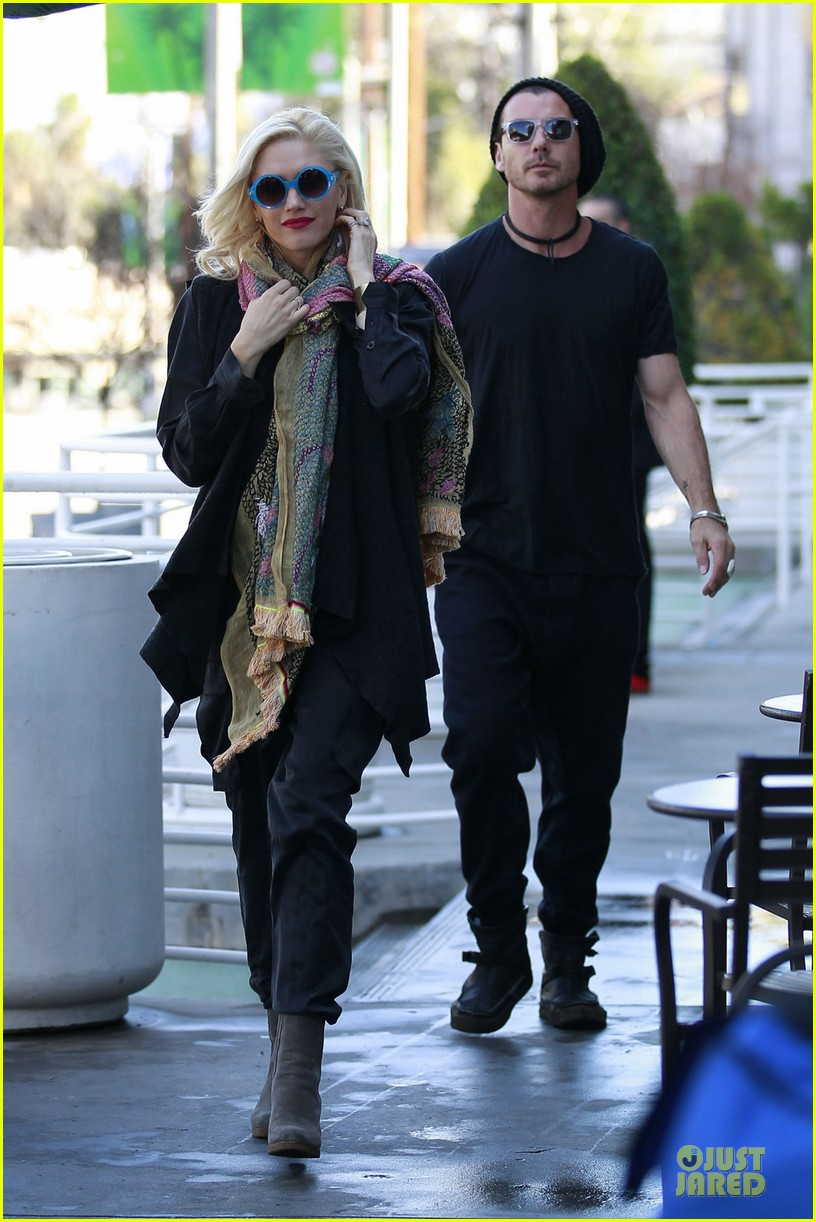 gwen stefani gavin rossdale saturday starbucks stop 01