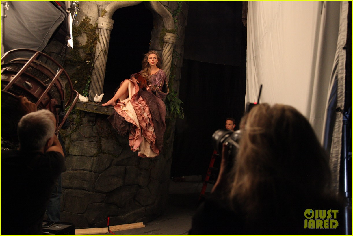 taylor swift rapunzel for disney dream 02