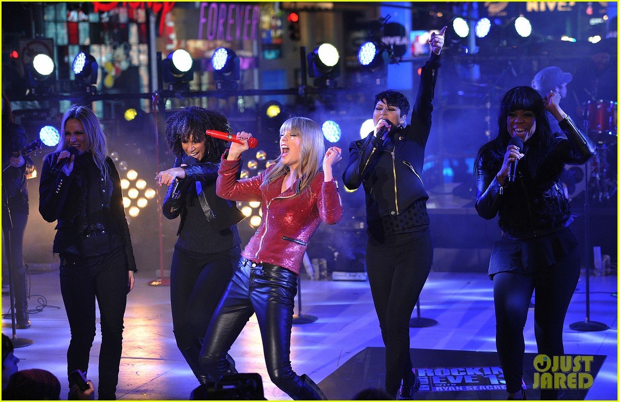 taylor swift new years eve 2013 performance times square 052783126