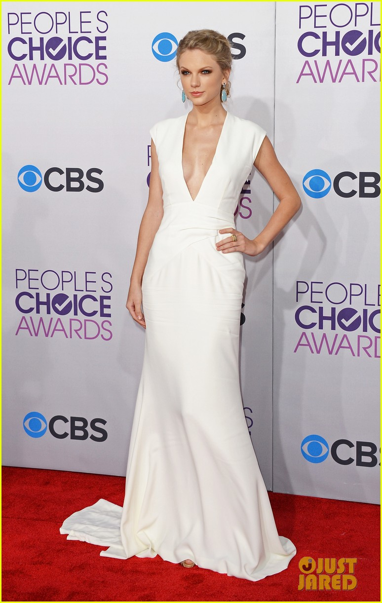 taylor swift peoples choice awards 2013 red carpet 01