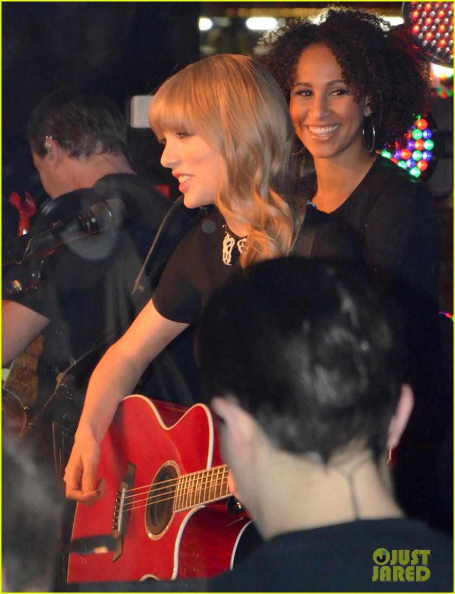 taylor swift paris yacht performance 102800644