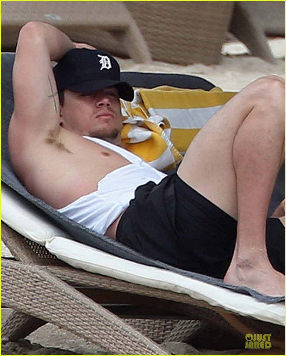 channing tatum & pregnant jenna dewan bikini lounging in cabo 02