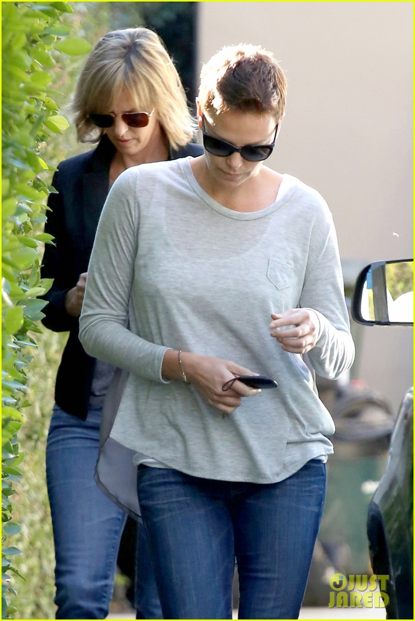charlize theron lends a helping hand 022793817