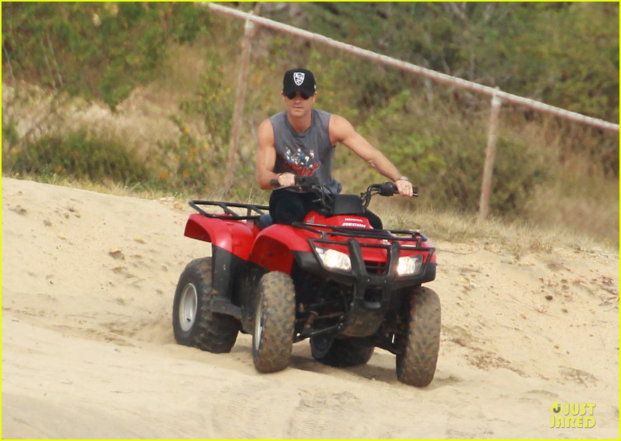 justin theroux new years eve atv riding 01