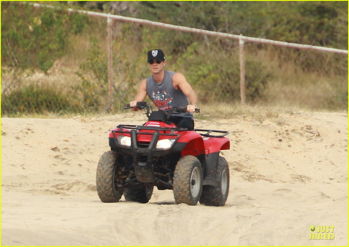 justin theroux new years eve atv riding 08