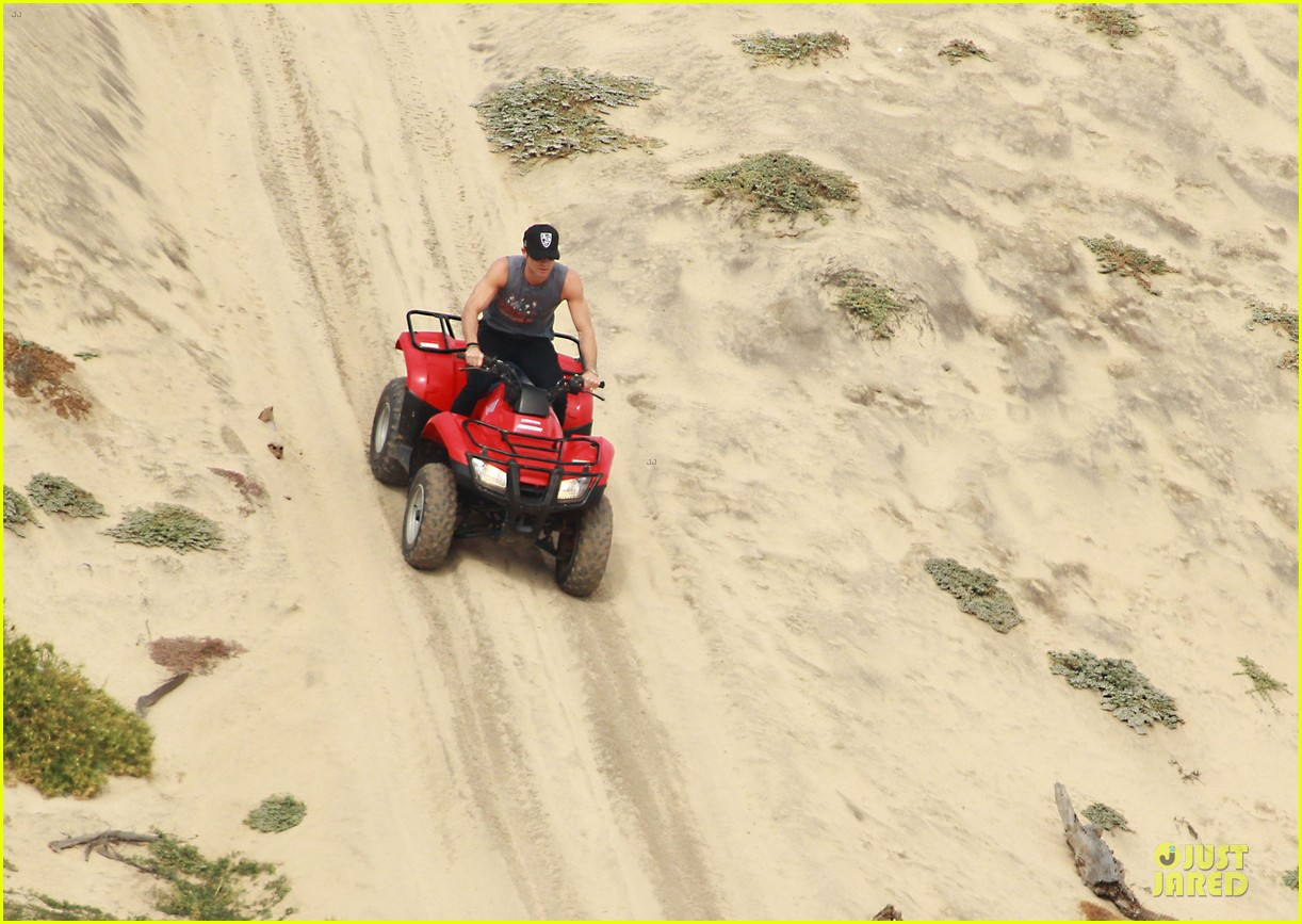 justin theroux new years eve atv riding 10