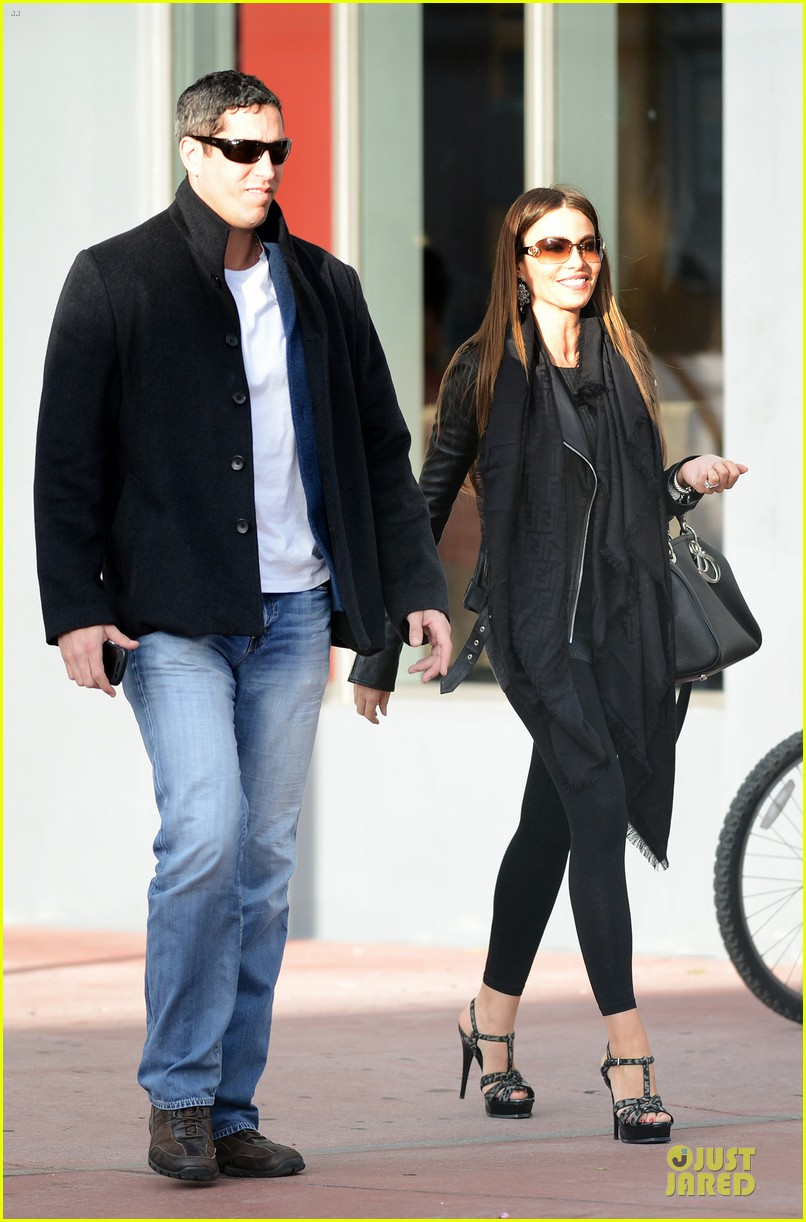 sofia vergara & nick loeb mall shopping couple 06