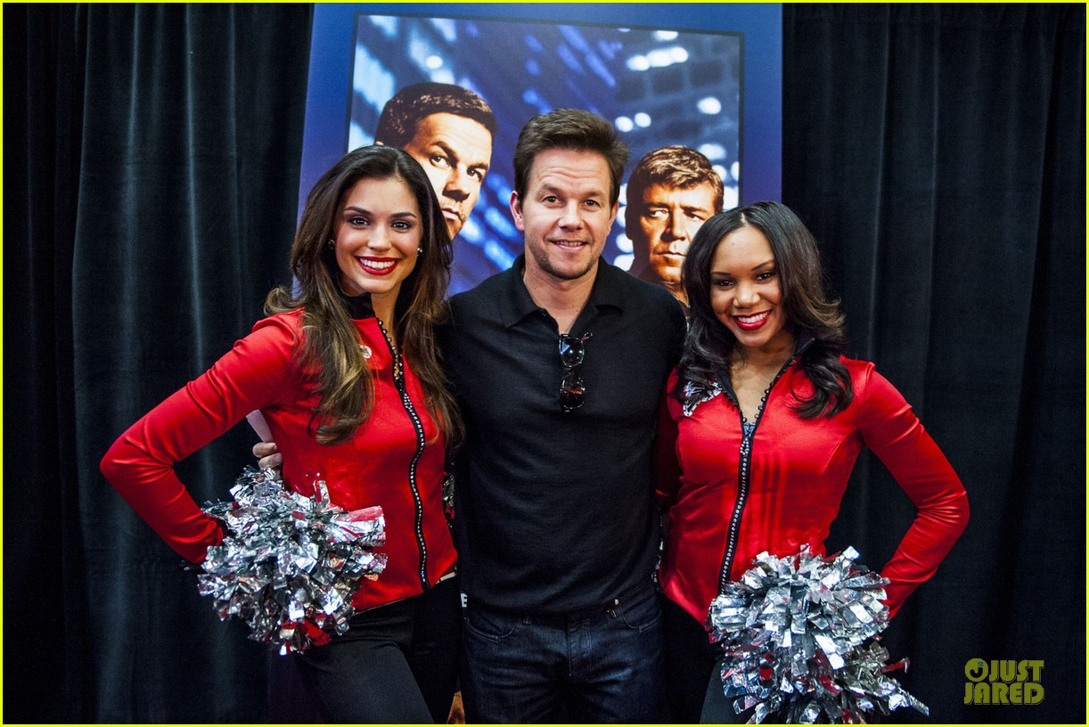 mark wahlberg broken city fan event in atlanta 05