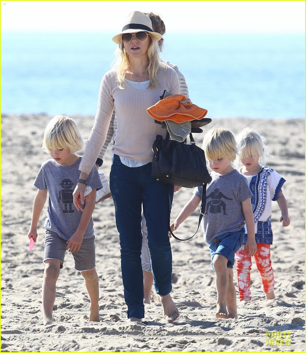 naomi watts beach day with the boys 212799040