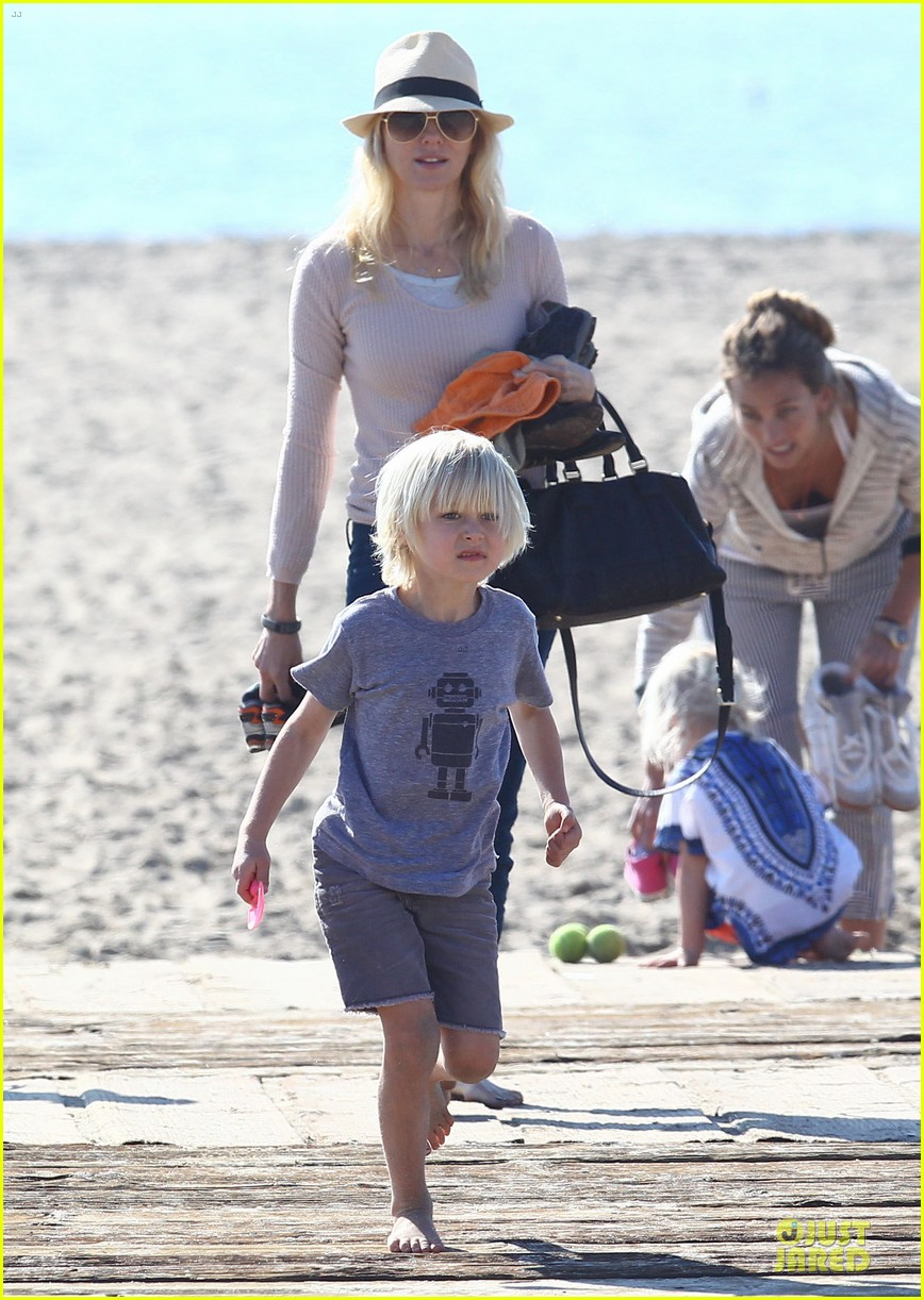 naomi watts beach day with the boys 252799044