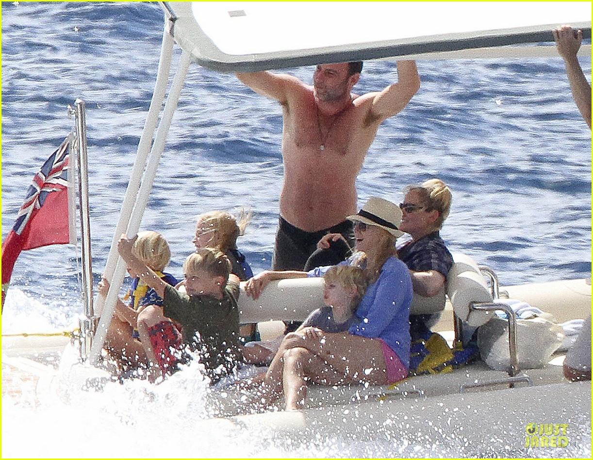 naomi watts boat ride with shirtless liev schreiber 03