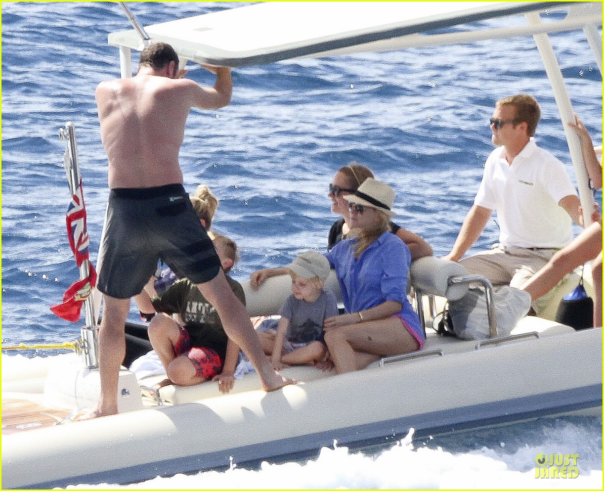 naomi watts boat ride with shirtless liev schreiber 06
