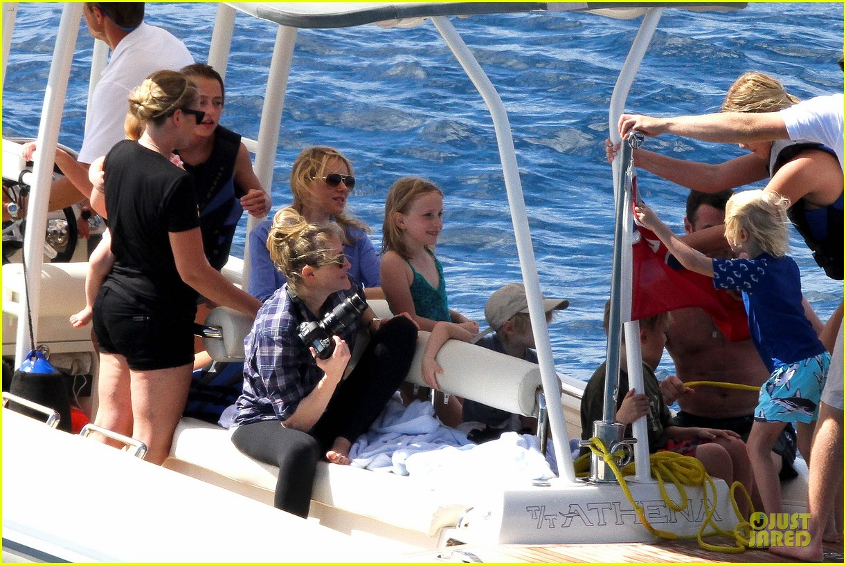naomi watts boat ride with shirtless liev schreiber 10