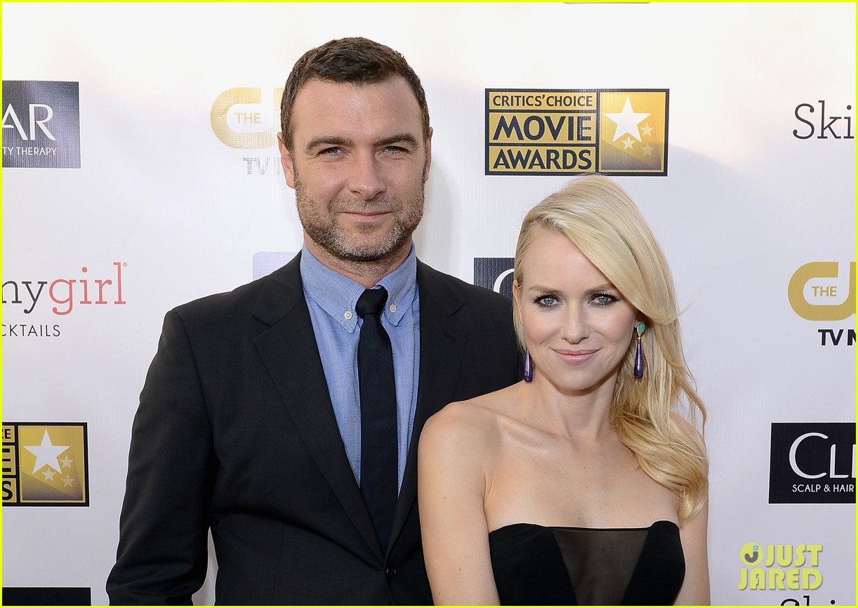 naomi watts liev schreiber critics choice awards 2013 02