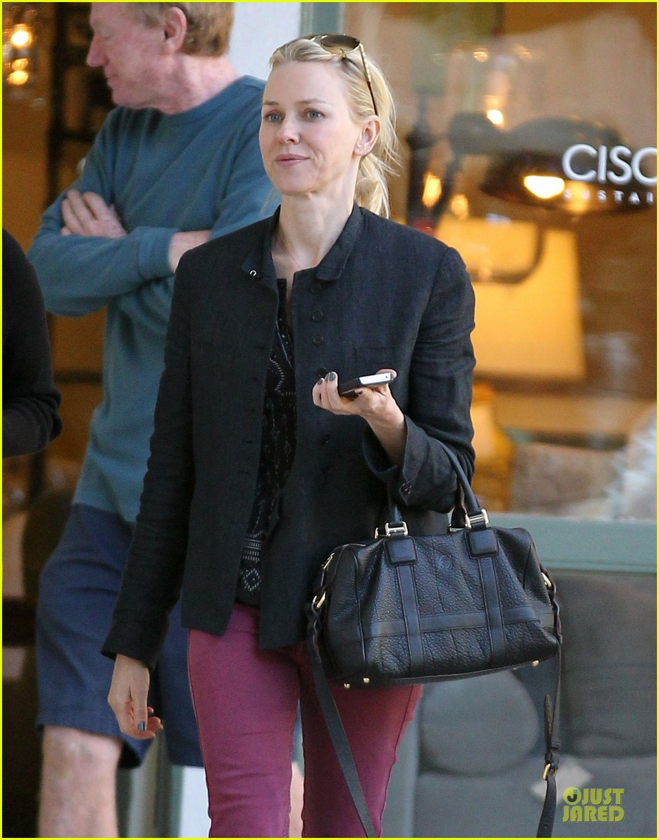 naomi watts grocery shopping with sasha 042800550