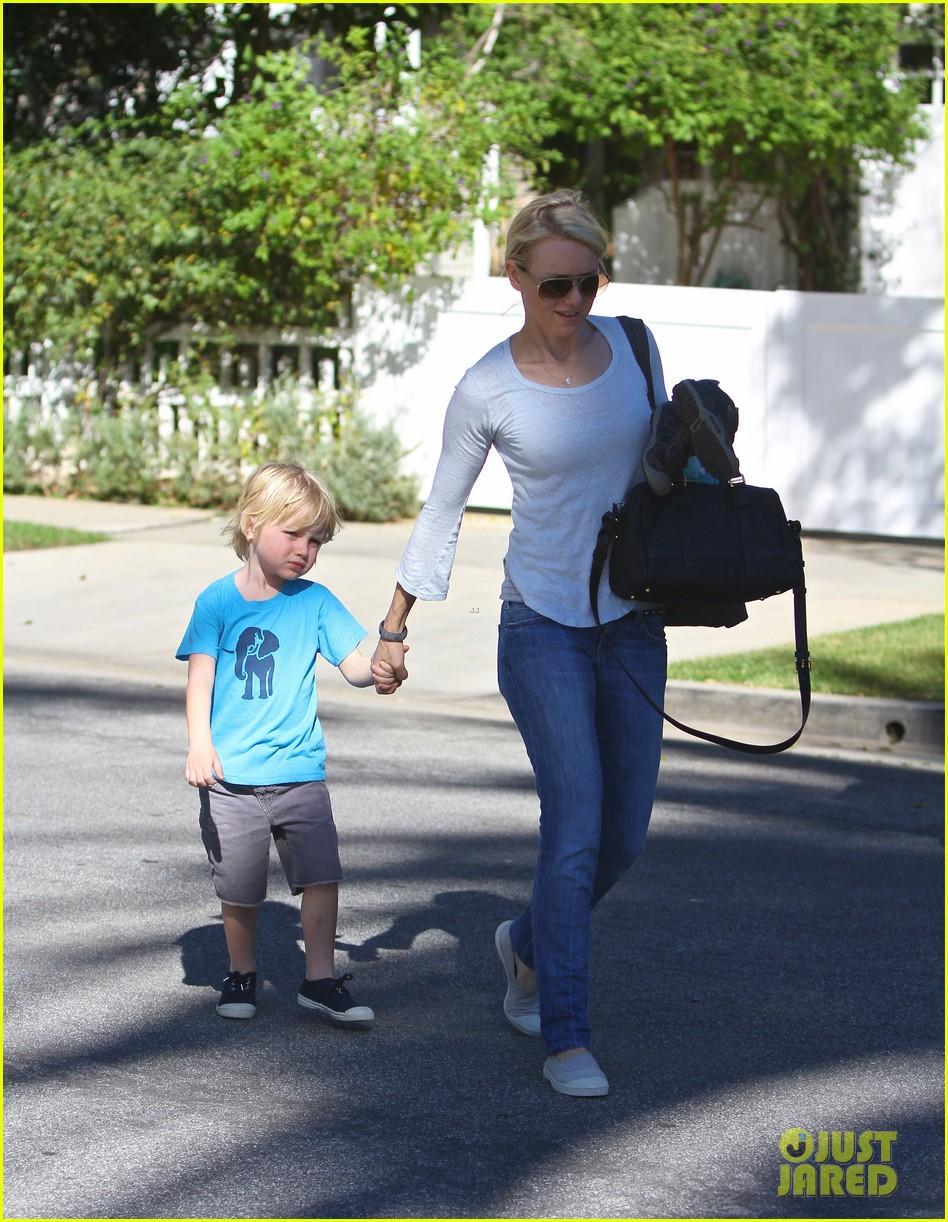 naomi watts liev schreiber sunday with kids 04