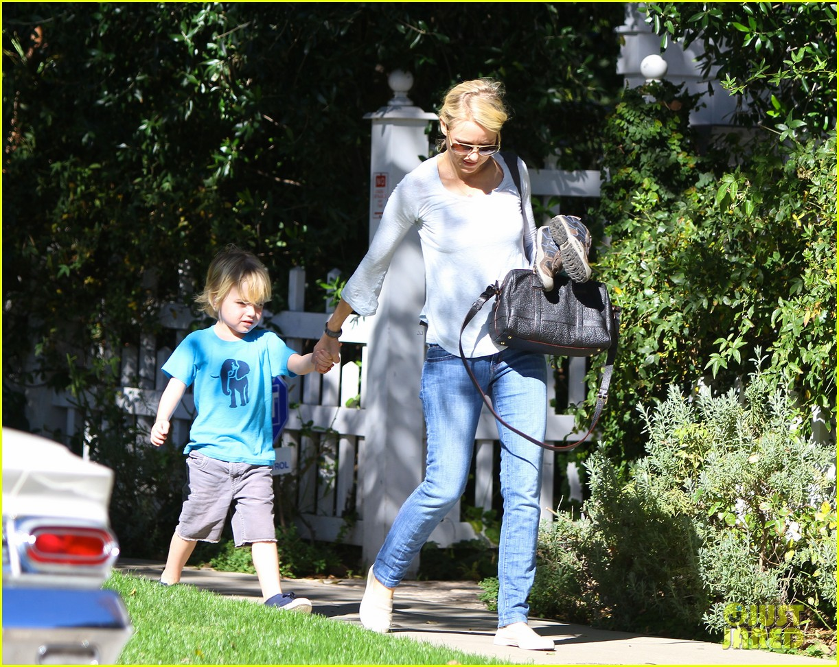 naomi watts liev schreiber sunday with kids 08