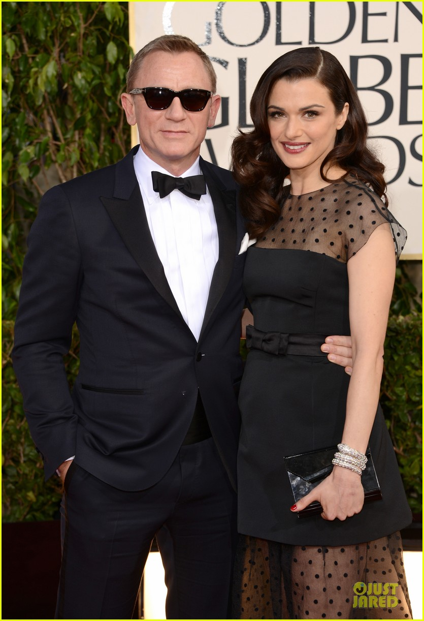 rachel weisz daniel craig golden globes 2013 red carpet 02