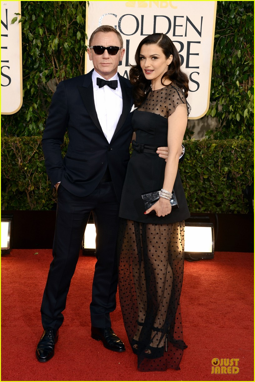 rachel weisz daniel craig golden globes 2013 red carpet 03