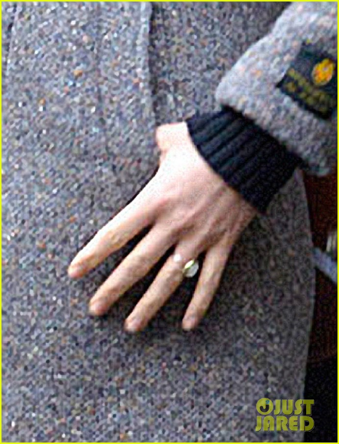 olivia wilde flashes engagement ring on third person set 04