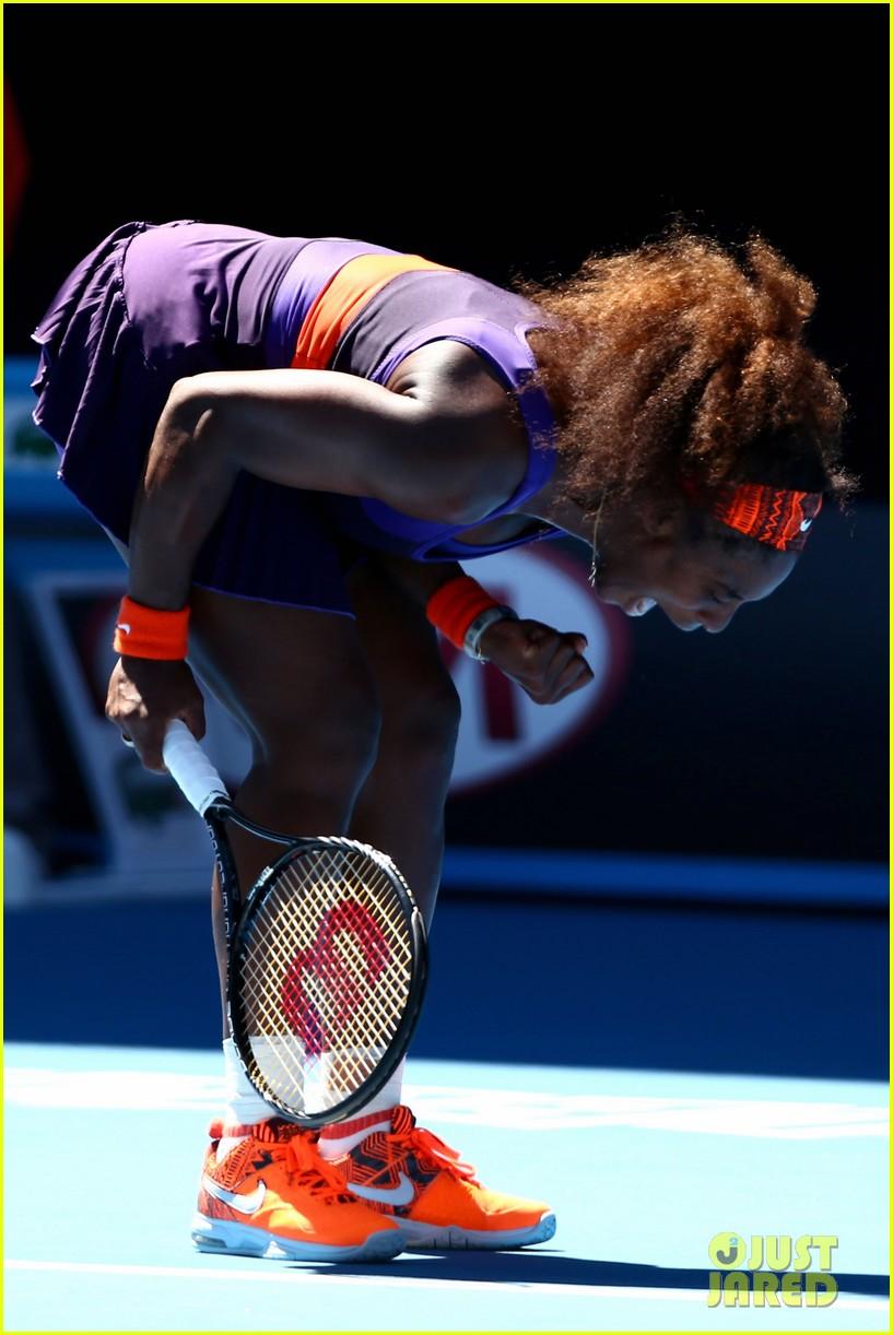 serena williams reveals swollen ankle after breaking racquet 01